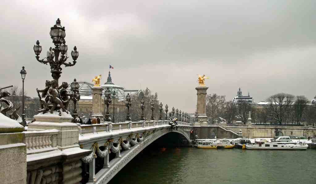 Pont Alexandre III looks stunning in the snows of winter.