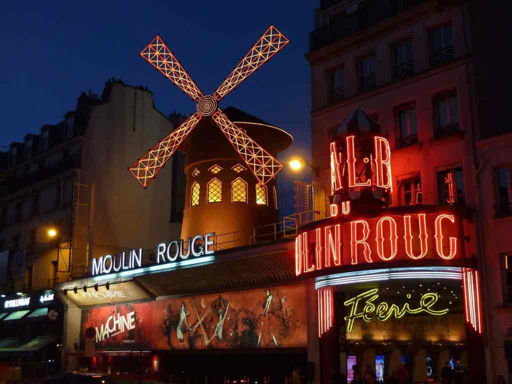 Use this Paris packing list to prepare for your trip and you'll be able to relax and enjoy amazing places like the Moulin Rouge.