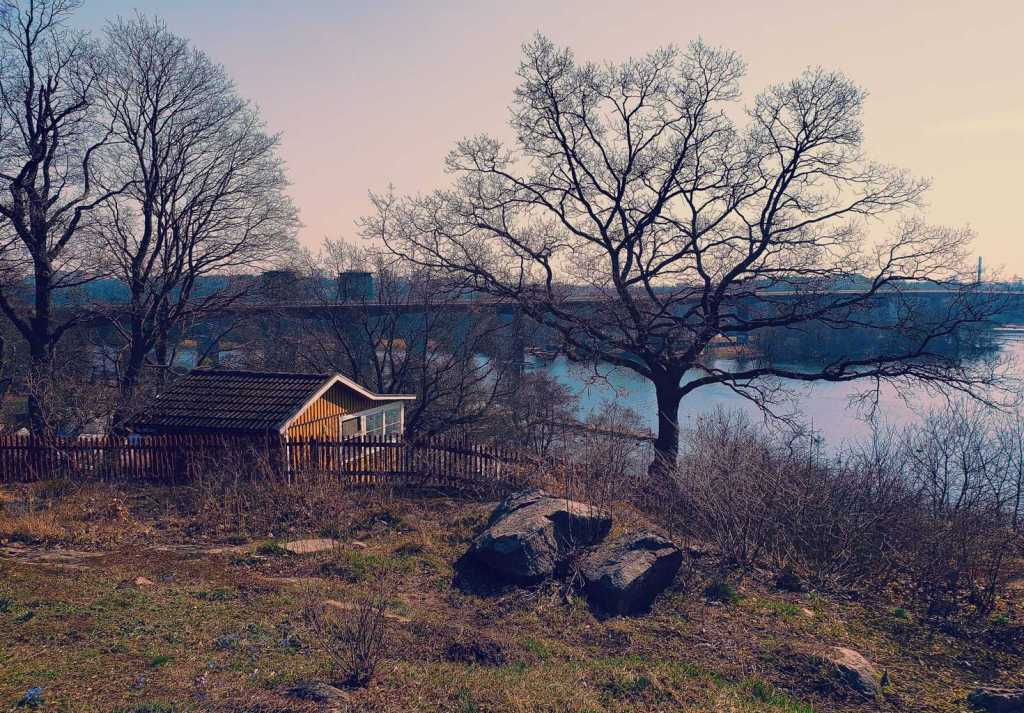 Tantoludens Park is a fantastic place to walk around, enjoy some peace and quiet, and savor the panoramic views of Stockholm.