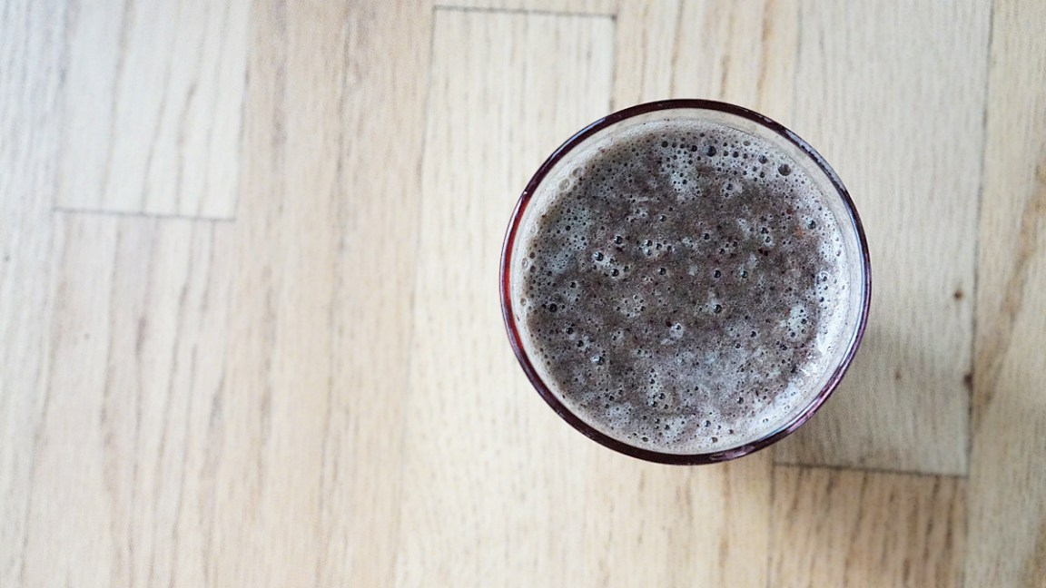 Cranberry and Blueberry Smoothie With Ginger