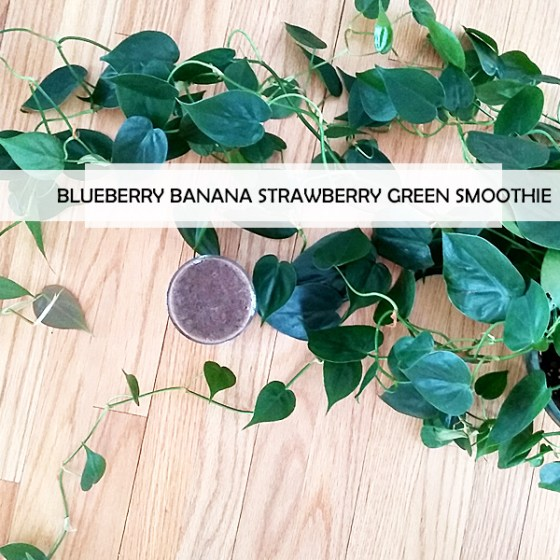 blueberry banana strawberry green smoothie
