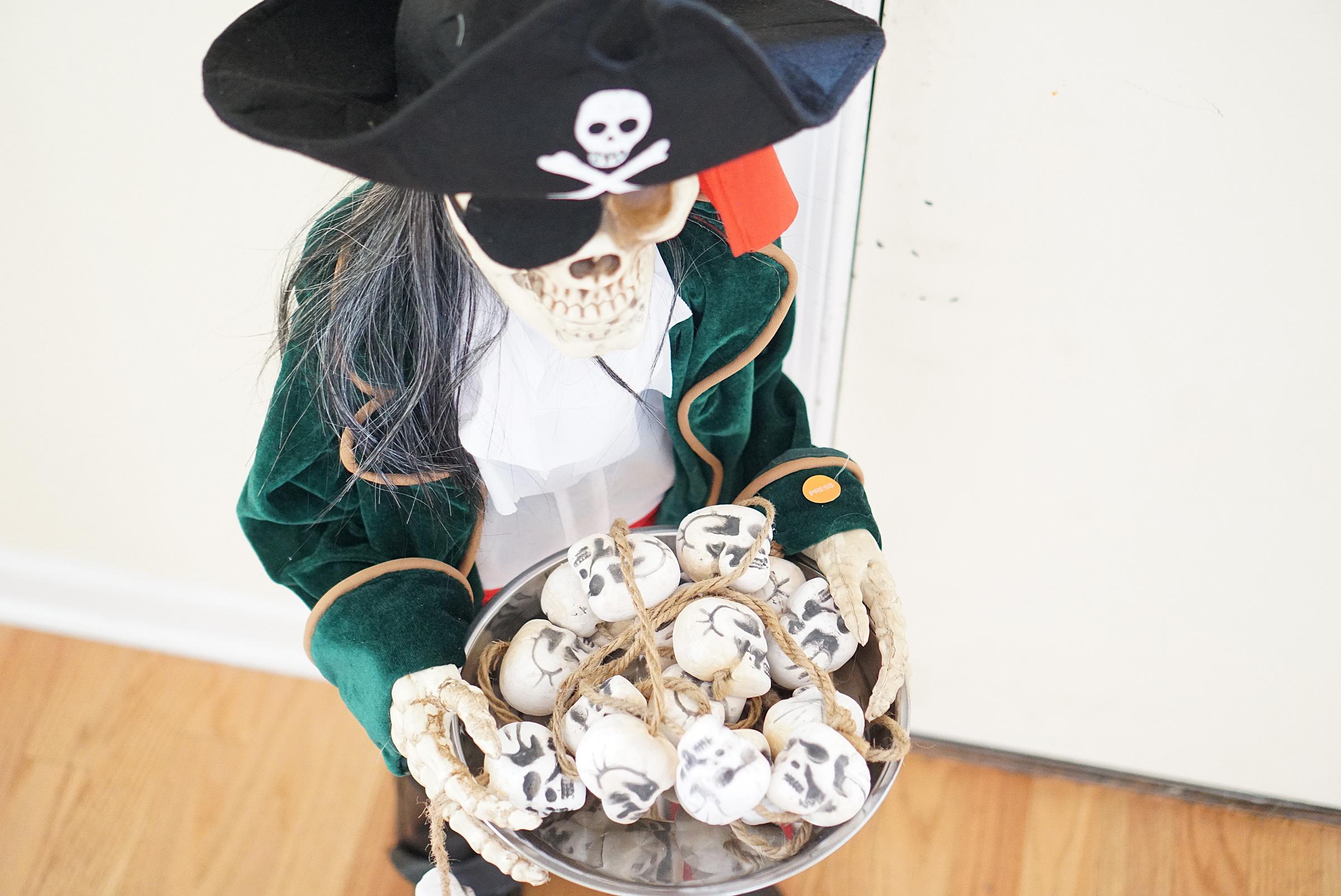 Halloween Serving Skulls and Bones