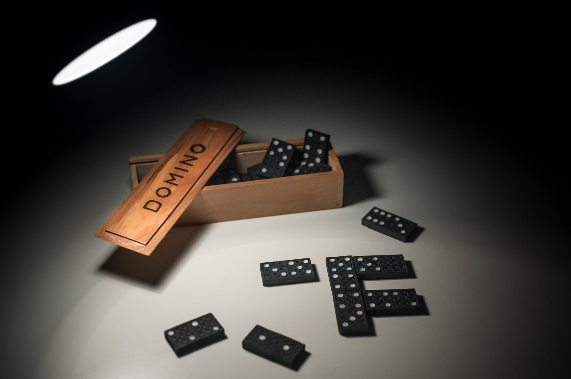 dominoes toy with box
