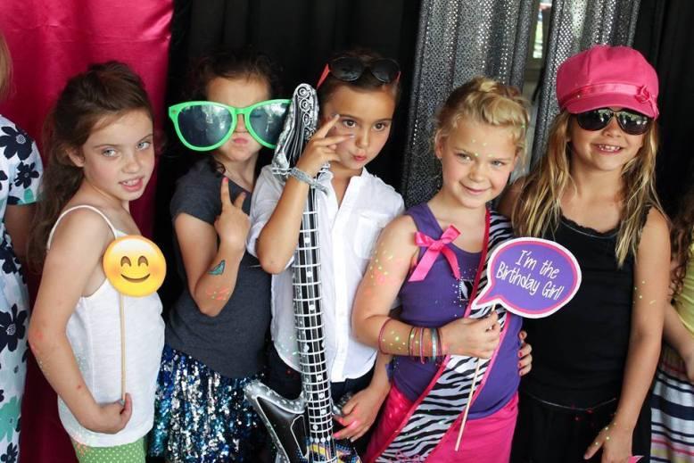 Diva-Dance-Party-Girls-Having-Fun