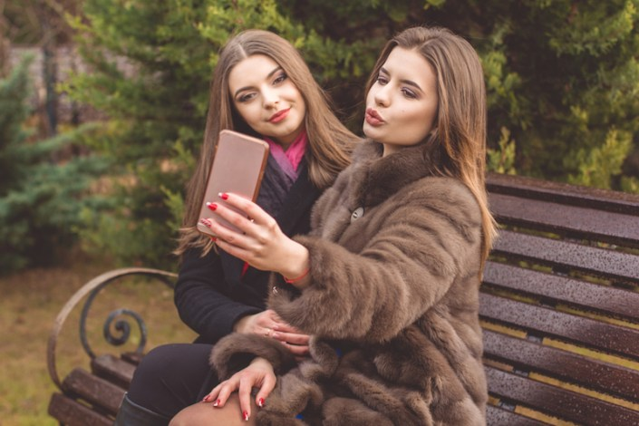 6 Makeup Mistakes That Are Ruining Your Photos