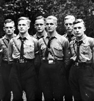 Verschiedene Porträtaufnahmen von Charakterköpfen, gesammelt im Rassepolitischen Amt der NSDAP