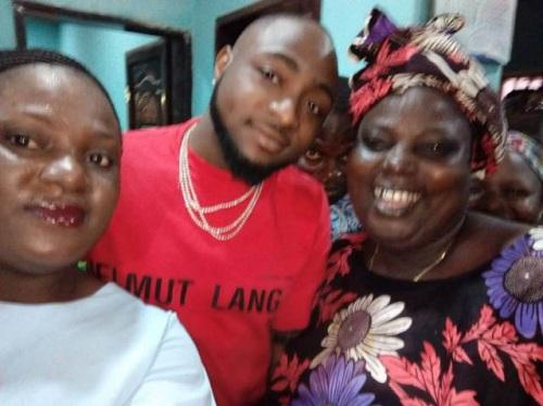 Photos of Davido as he Visits Roadside Eatery in Ibadan to enjoy hot Amala and Ewedu [Photos]