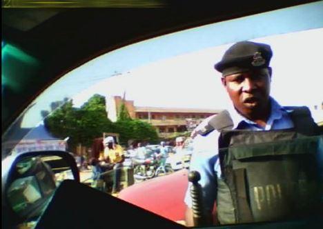 Video Of Nigerian Police Taking N20000 Bribe From Undercover Journalist Leaks [Video]