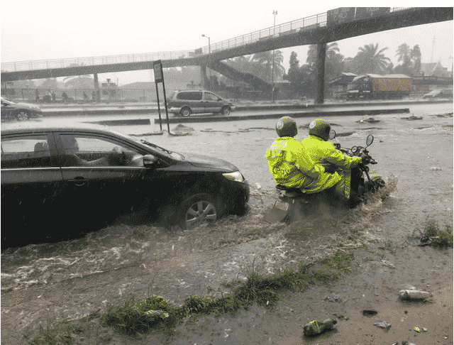 flood3 Ikorodu Cries for Help as   Flood takes over  road in Lagos following downpour (Photos)