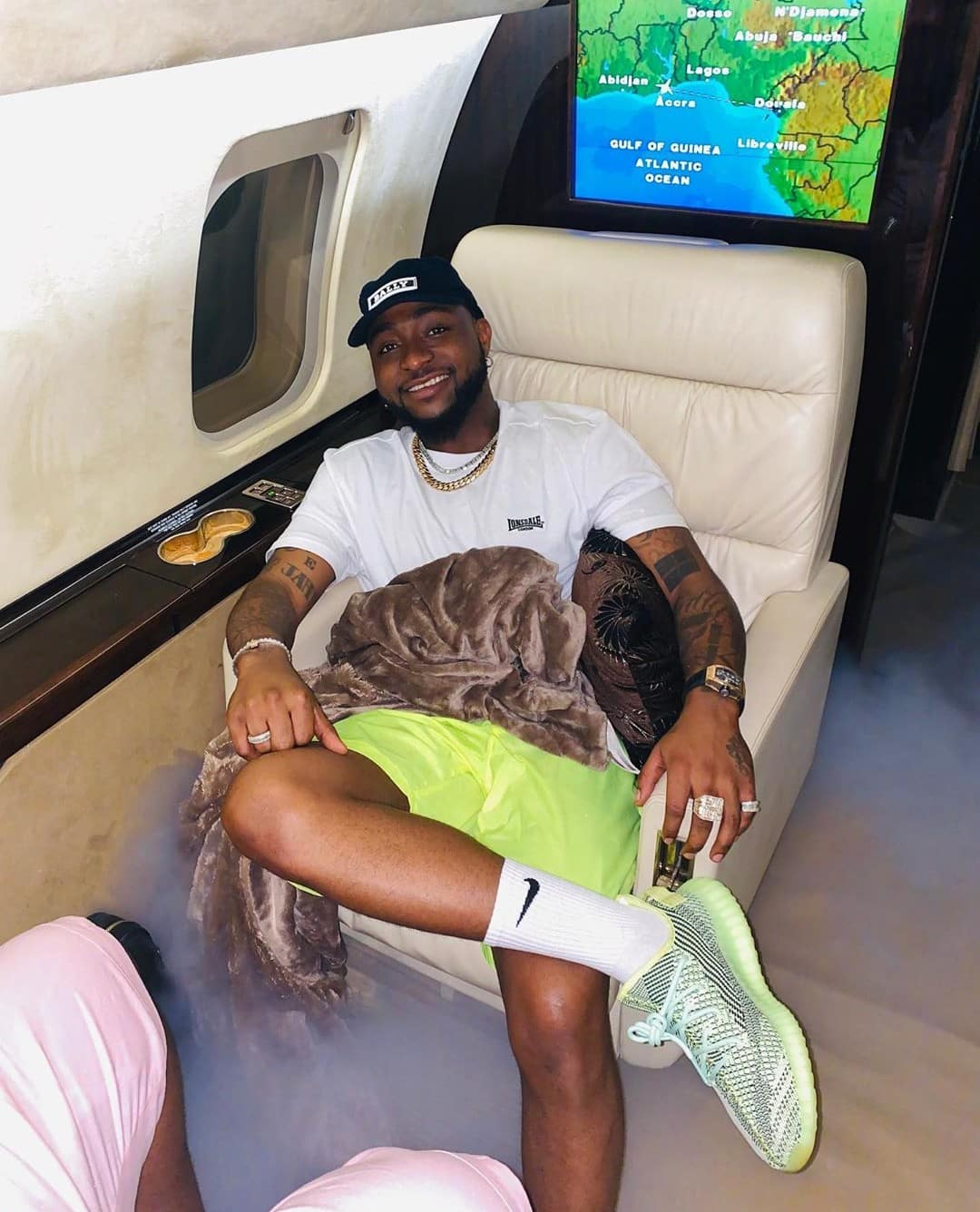 Davido shows off as he steps on Nigerian currency (Photo) 1