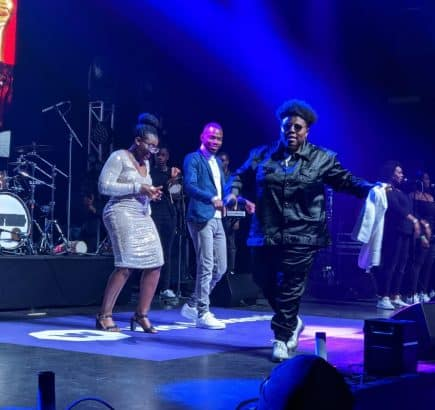 Man proposes to girlfriend at Teni billionaire concert in London LAILASNEWS 435x410 1