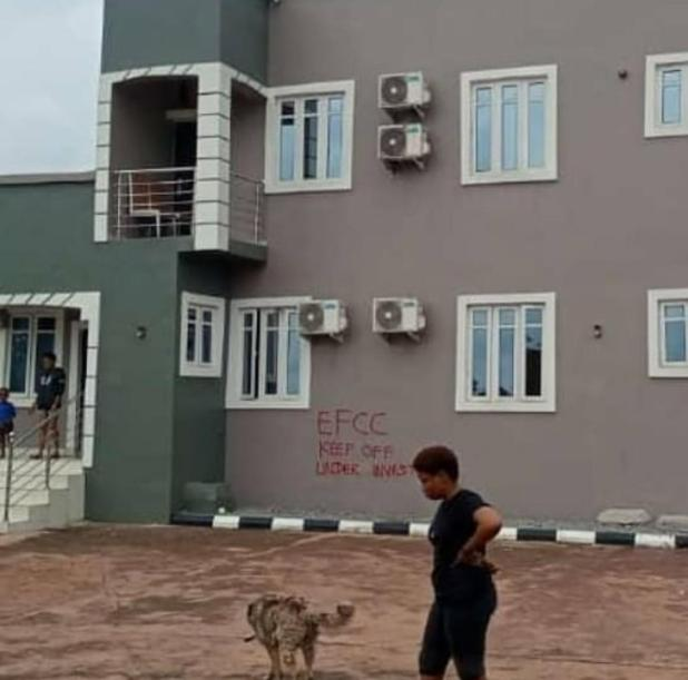 IMG 20200716 191439 187 - EFCC arrests 22-year-old boy, mom and girlfriend for suspected web fraud (Photographs)