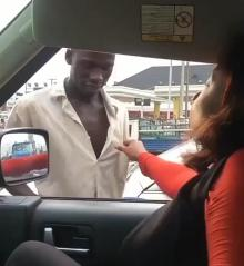 Lady holds aboki man on his shirt as she begs for kiss on the highway (Video)