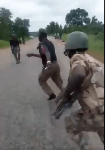 Soldiers beats up policeman
