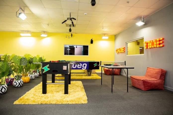 batch 1627150433 33 Indoor game lounge