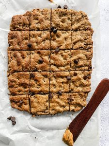 Healthy chocolate chip peanut butter bars