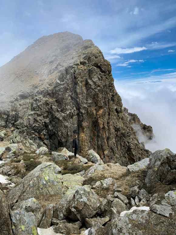 vista dalla base della Rocca Moross vetta semplice in Piemonte