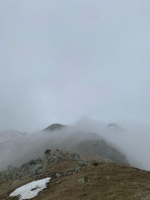 sentiero sulla dorsale per la Rocca Moross