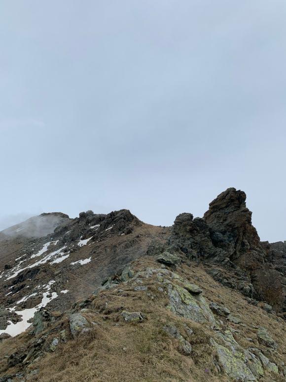 sentiero esposto sulla dorsale in Alpe Bianca