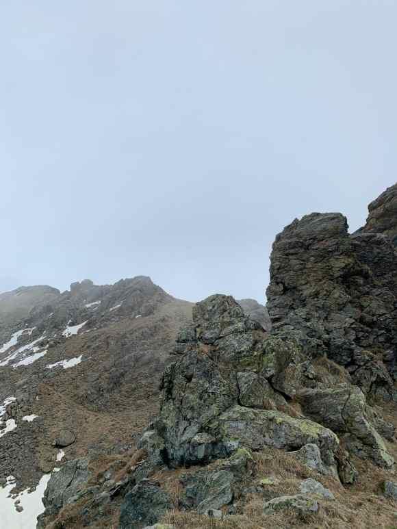 sentiero sulla dorsale alpe bianca piemonte