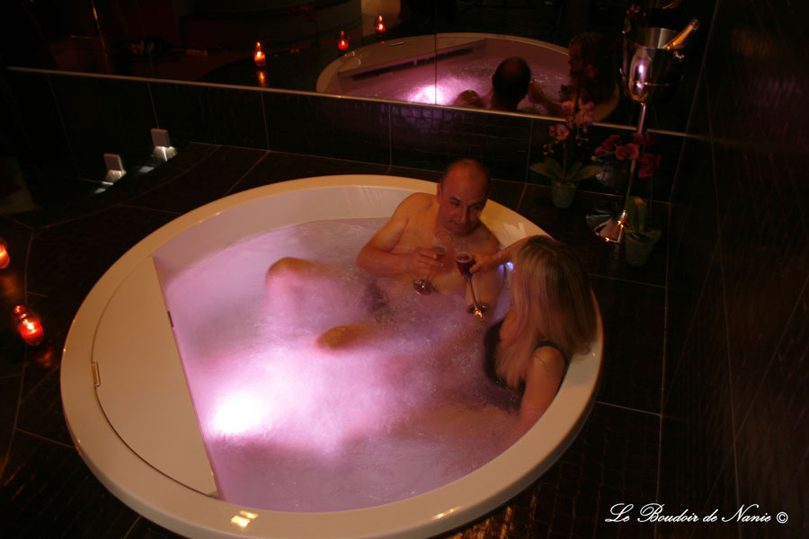 Le Boudoir de Nanie chambre avec jacuzzi privatif belgique