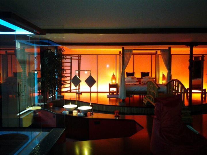Le loft baiser de shogun chambre avec jacuzzi et sauna ideal pour passer un weekend en amoureux