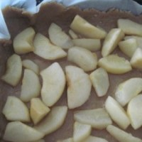 Dolce di castagne con pere e cioccolato