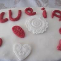 """Torta """"quattro quarti"""" e pasta di zucchero"""