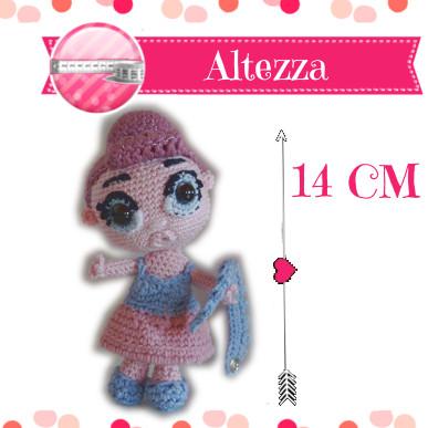 Altezza di 14 cm della piccola bambola uncinetto