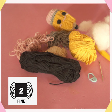 materiali utilizzati per fare la matita amigurumi / yarn and materials used to make the amigurumi pencil