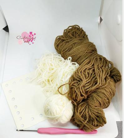 filato acrilico usato per fare la cornice uncinetto / used acrylic yarn to crochet a photo frame