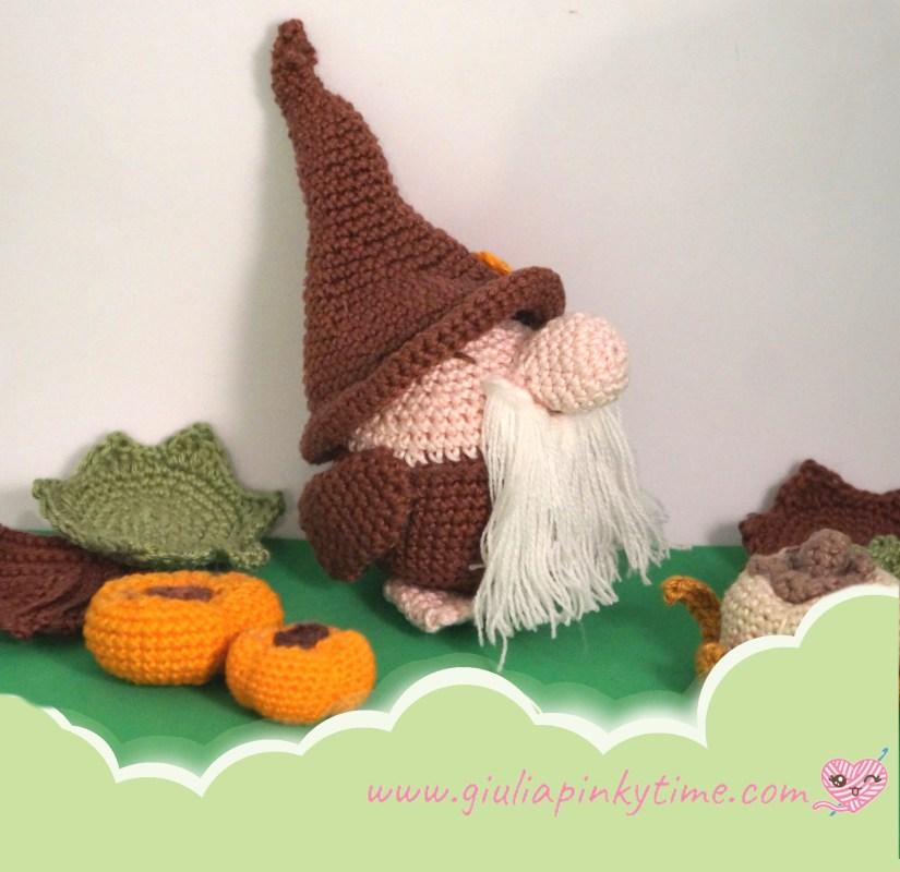 foto amigurumi gnomo Pumpkin con zucche