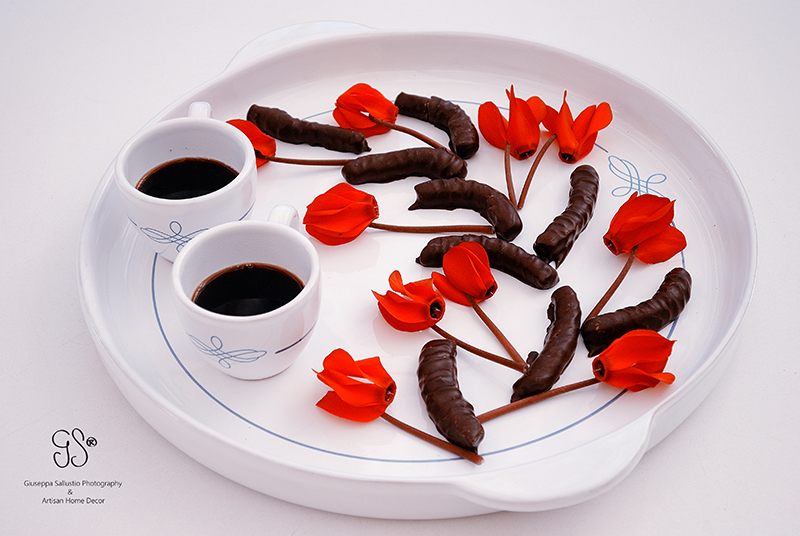 Coffee, flowers and chocolate Kaffe, blommor och choklad
