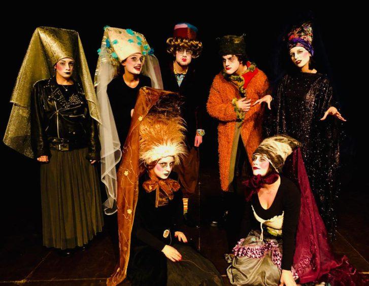 La Compagnia Giovani del Teatro de LiNUTILE in Grimm Story