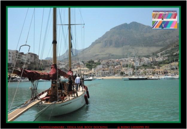 Attracco al porto del TIOGA (Cala Marina)