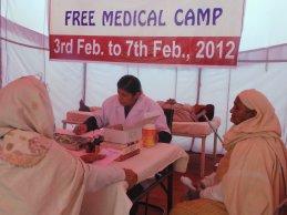 Großes Medical Camp in einem Zelt