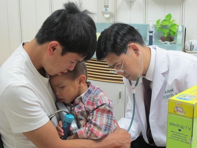 Dr. Somyod, Kayeng and Dad