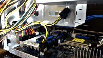 La fuente llega preparada para placas con conector de CPU de 8 pines, aunque en este caso nos basta con un solo conector de 4 pines