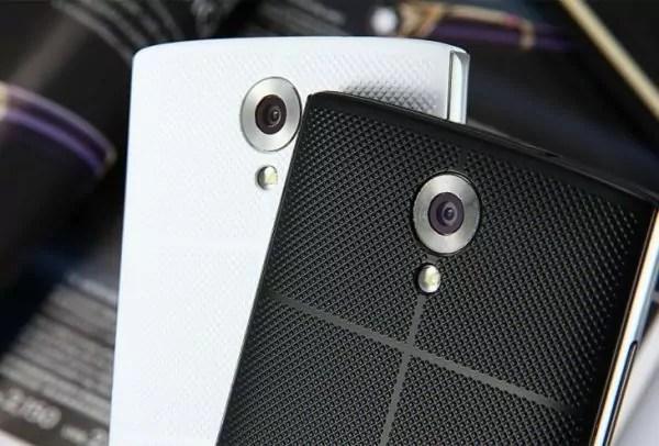 Bien que la caméra arrière soit montée par Samsung, les caméras sont assez médiocres