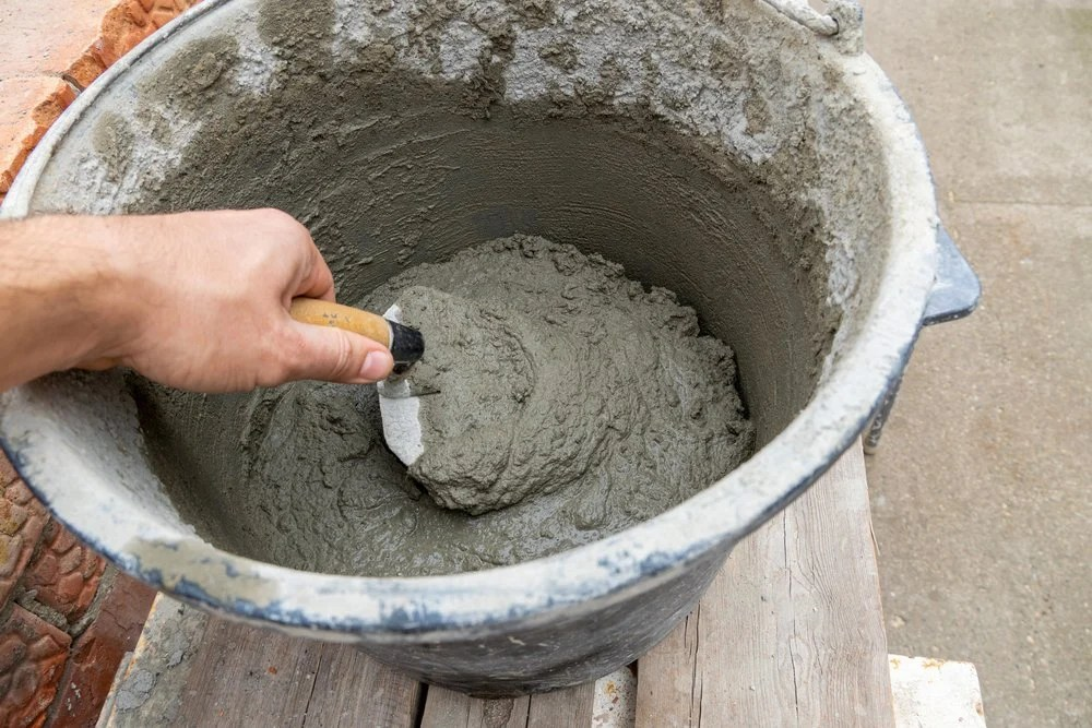does concrete stick to plastic bucket
