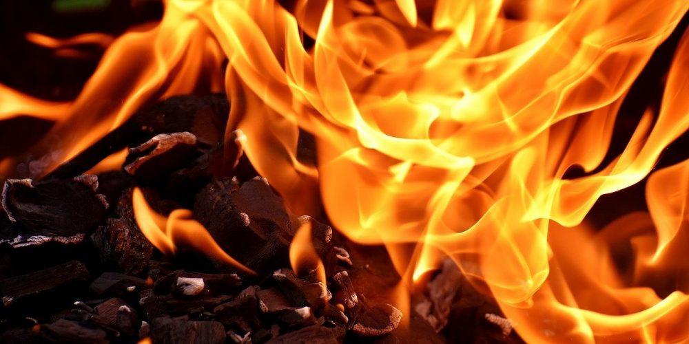 is acrylic paint flammable