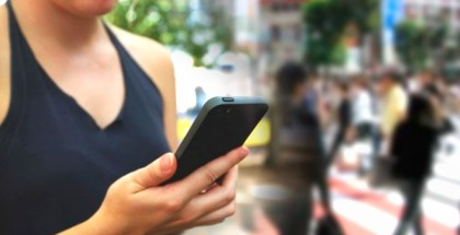 ¿El móvil ha cambiado tu manera de caminar? Descúbrelo aquí