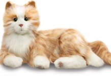 Hasbro crea un gato robótico para su nueva línea de juguetes dedicada a la tercera edad