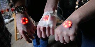 Hackers se convierten en cyborgs luminosos con el bioimplante Northstar V1