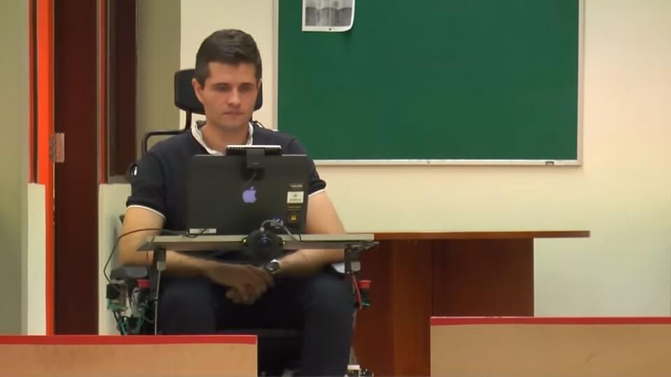 silla de rueda funciona con gestos de la cara