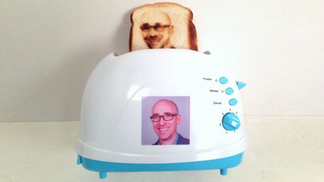 Si eres un amante del selfie querrás tener esta tostadora: Selfie Toast