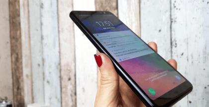 Samsung Galaxy A8 en mano