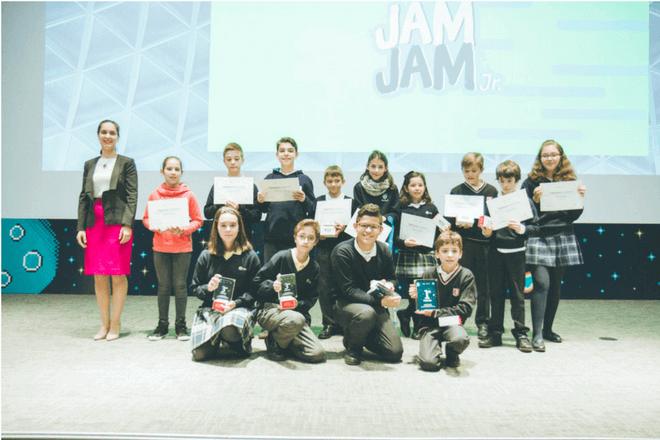 Niños desarrolladores de videojuegos fueron premiados por Telefónica