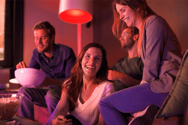 Philips Hue es un sistema de iluminación conectado, que permite controlar las luces del hogar a través de Google Home