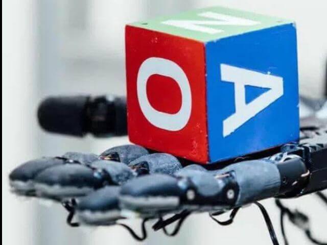 """Dactyl"""" la mano robot desarrollada con movimientos humanos"""